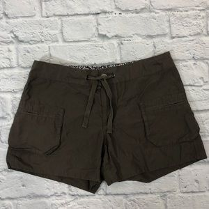 Columbia cargo shorts. Size 8. Gray taupe